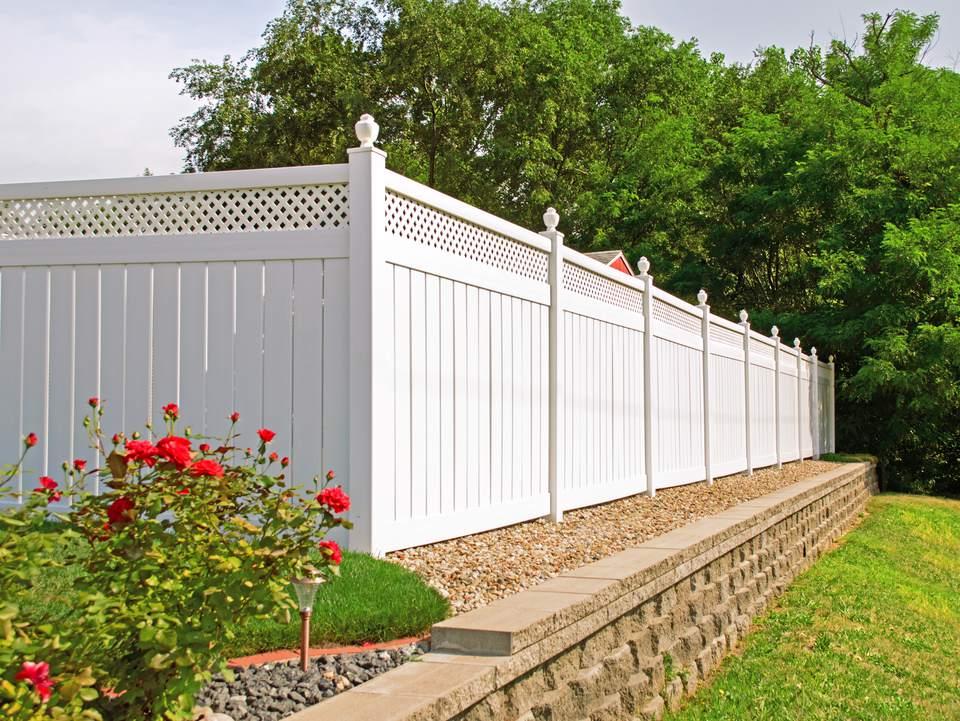 A vinyl fence