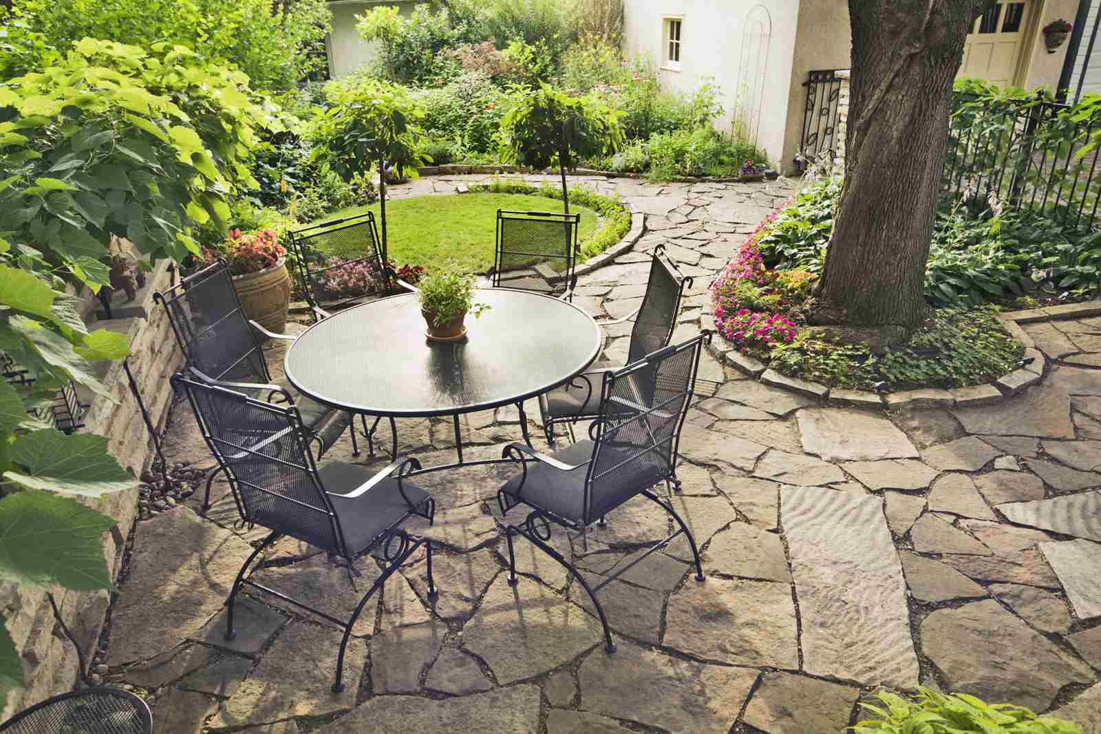 Garden enclosing a patio
