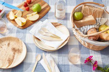 Picnic supplies and food