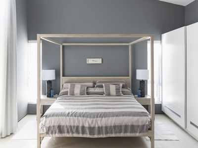 Gray Shows Off Its Versatility In 9 Diffe Bedroom Palettes