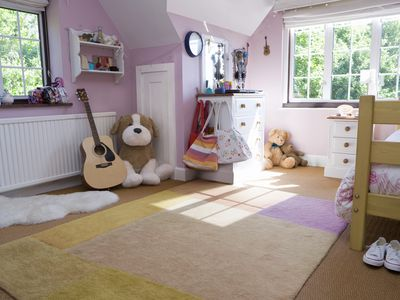 Kid's bedroom with carpet and an area rug