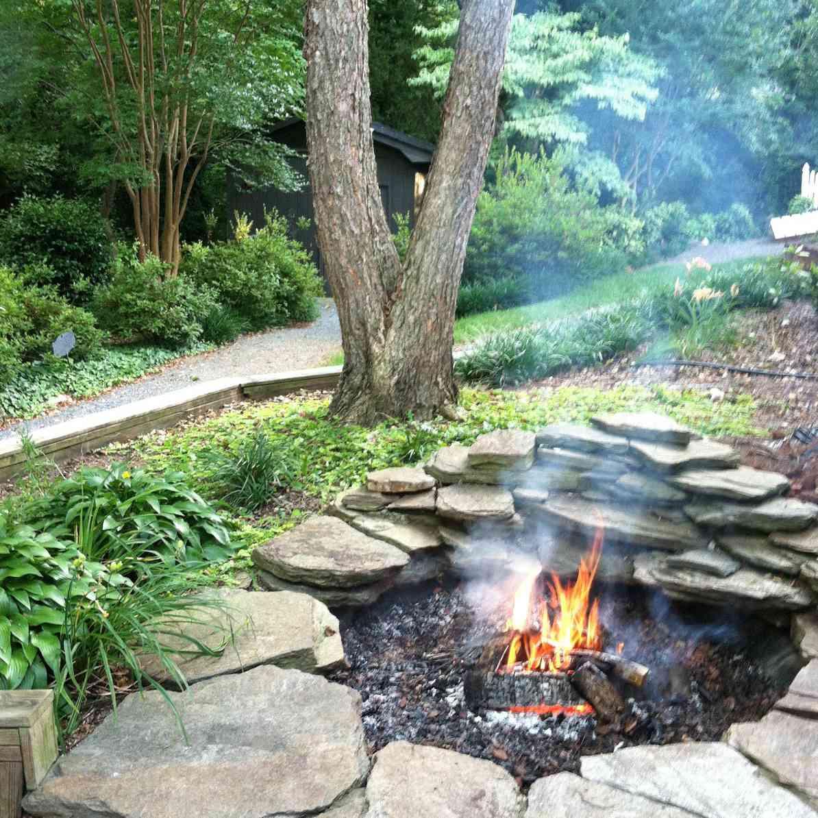 Image of: 10 Creative Diy Backyard Fire Pits