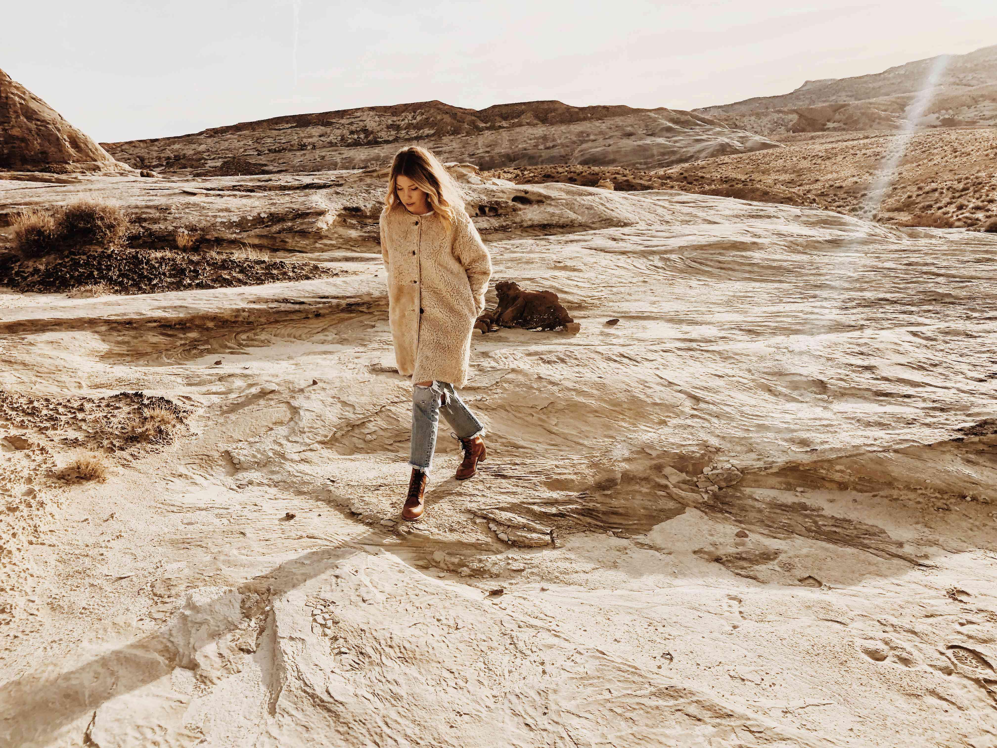 Aleksandra Zee in the desert