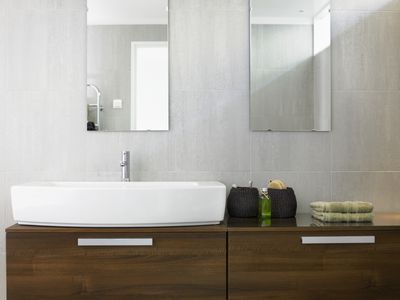 10 Modern Wall Mounted Bathroom Counters