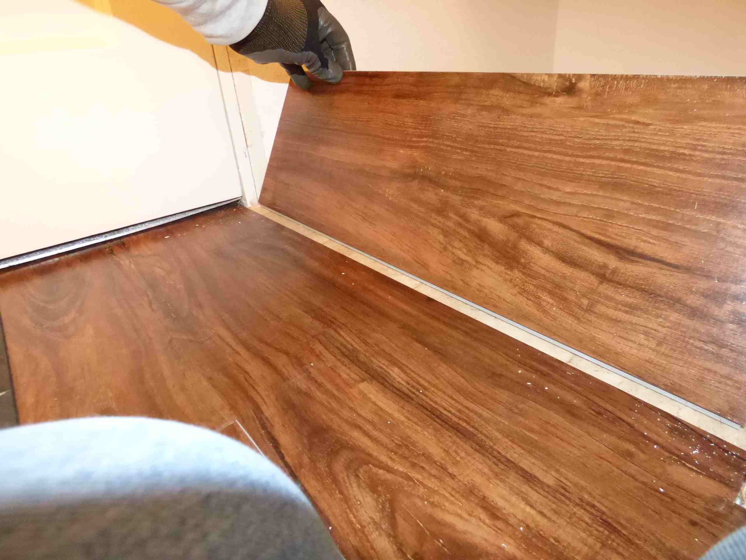 Its Easy And Fast To Install Plank Vinyl Flooring - How long to install vinyl plank flooring