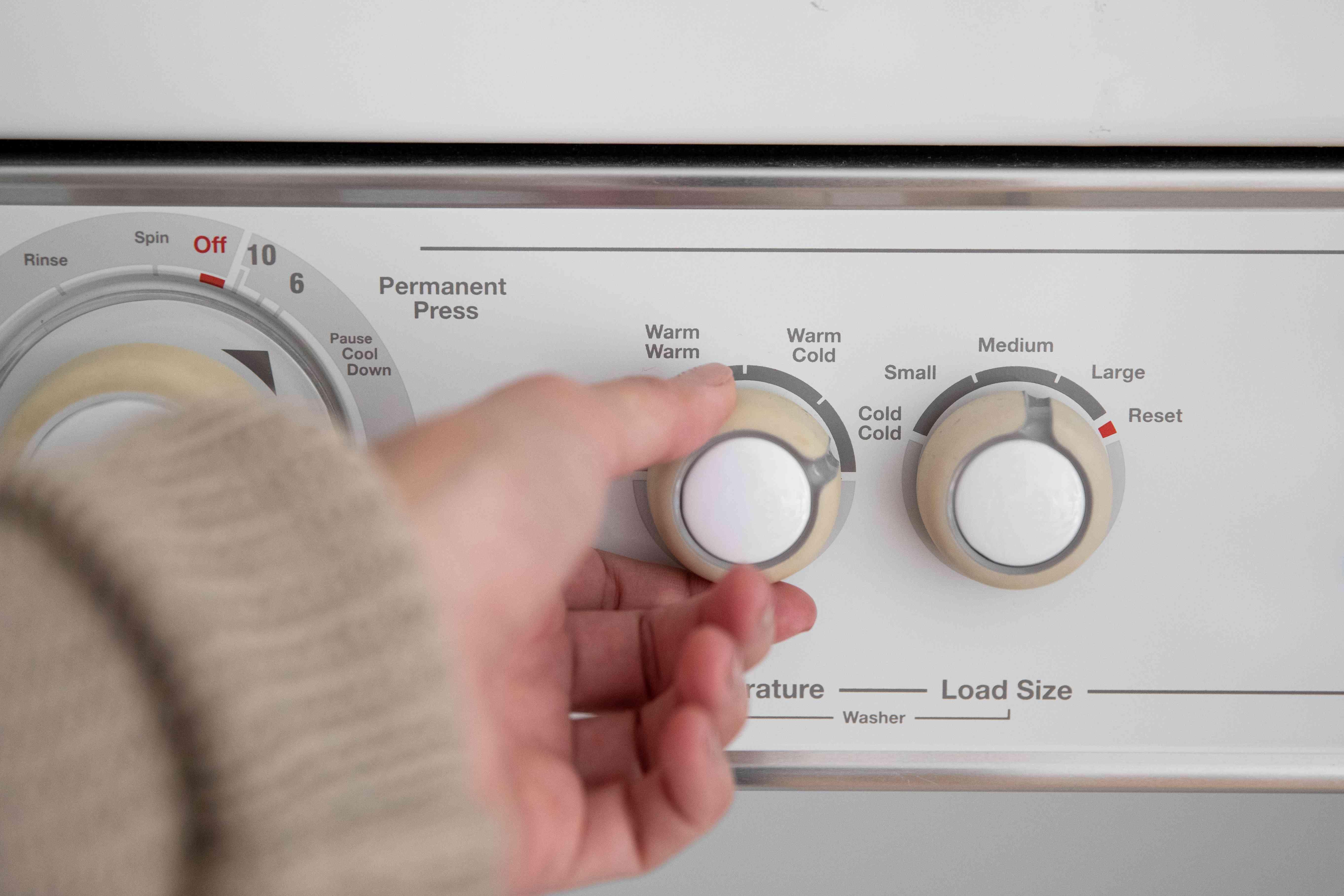 choosing a temperature to wash a garment