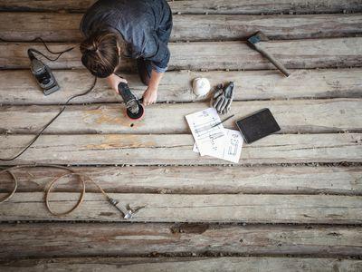electric sander removing paint