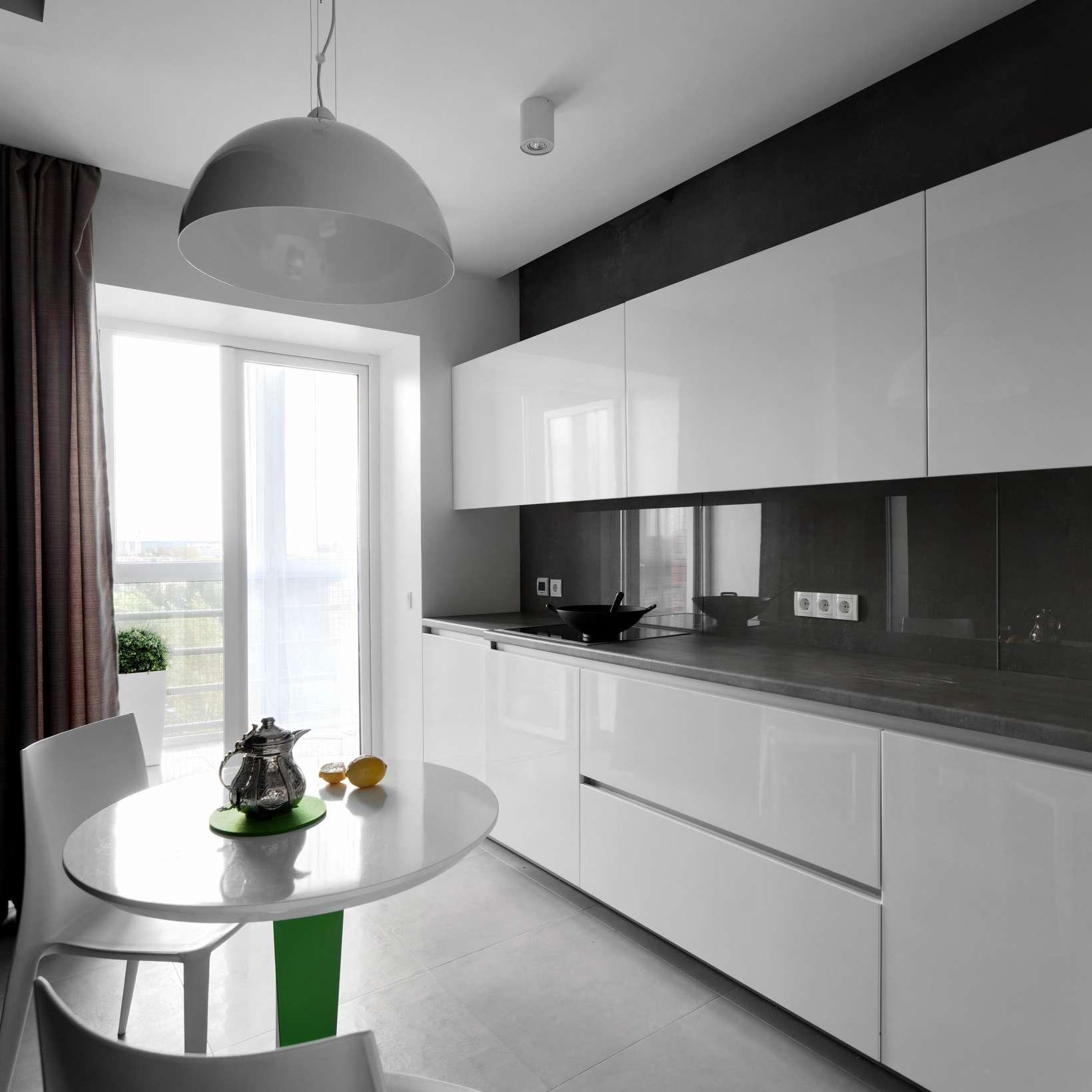 Reflective kitchen backsplash