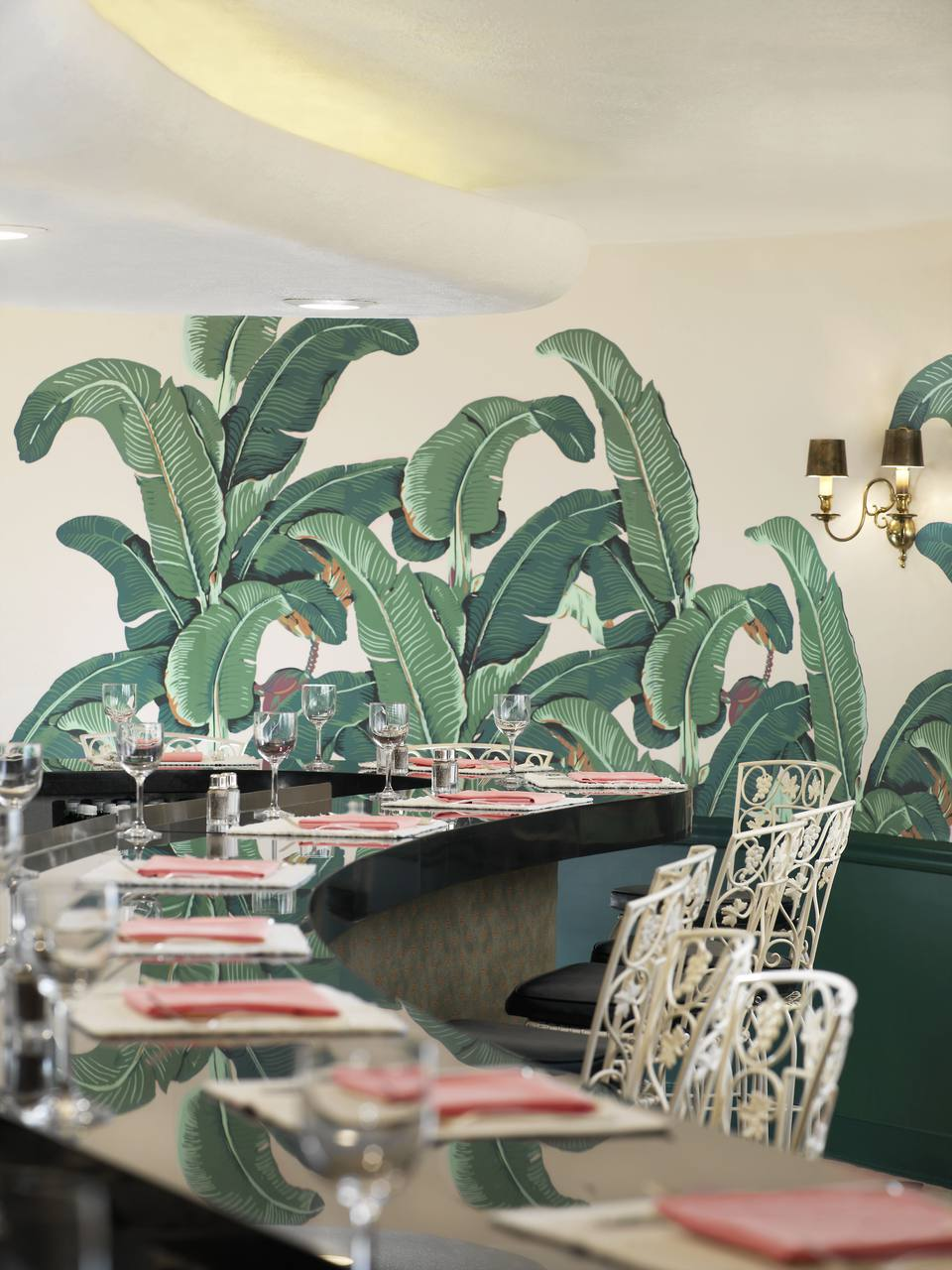 Astounding 10 Ways To Decorate With The Banana Leaf Trend Machost Co Dining Chair Design Ideas Machostcouk