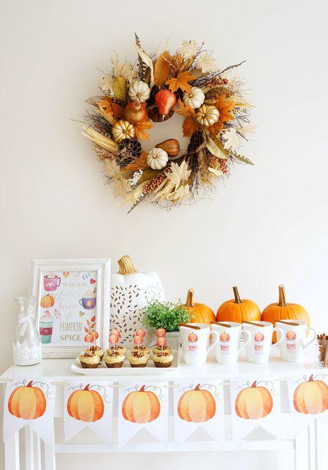 Mesa con decoración de calabaza