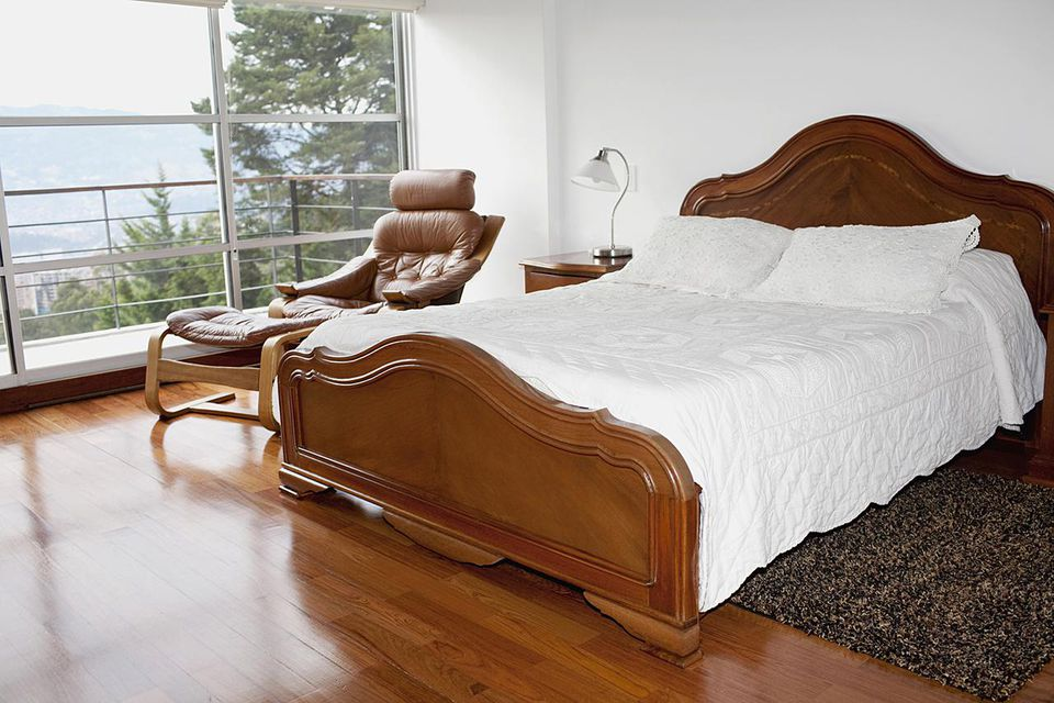 Pros and Cons of Laminate Flooring in Bedrooms