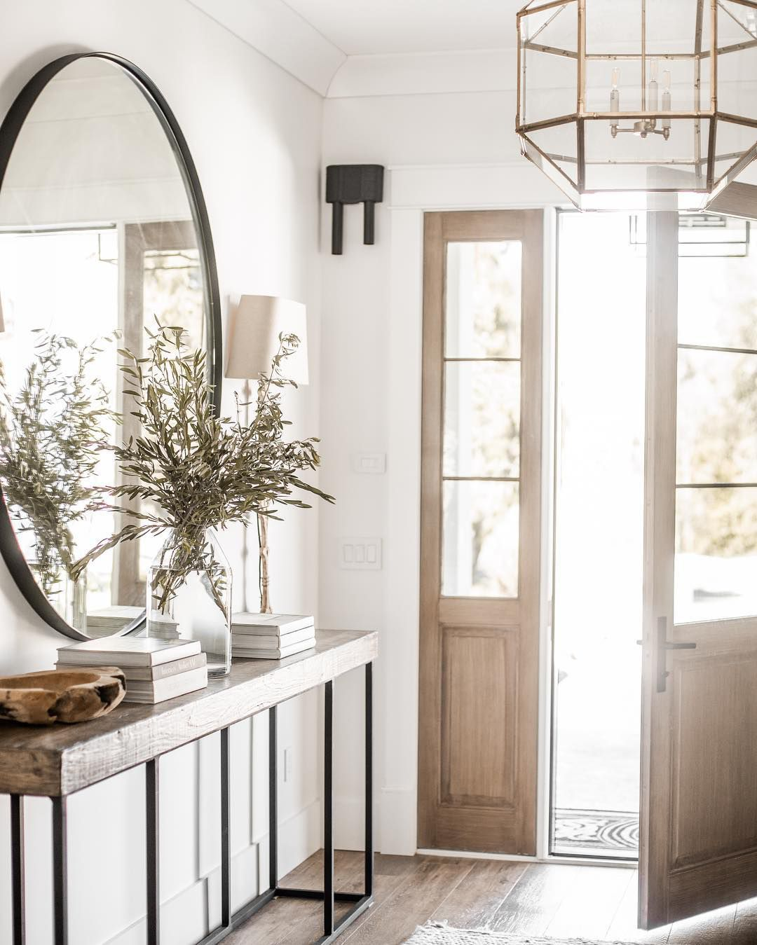 The 9 best foyer paint colors - Small entryway paint colors ...