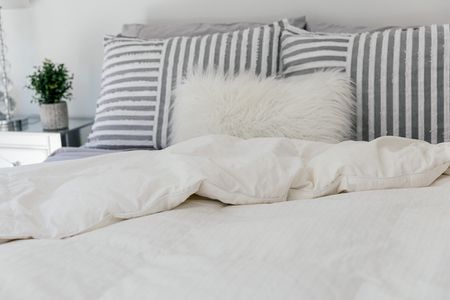 How To Wash A Down Comforter Or Duvet, What Is Meant By Bedding Material