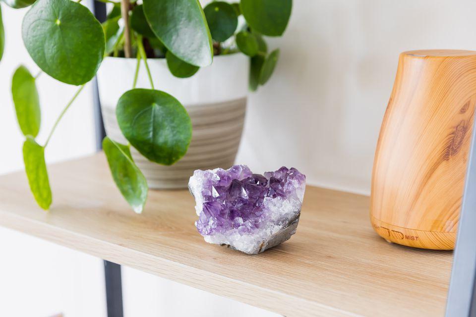 cristal de amatista utilizado en la decoración