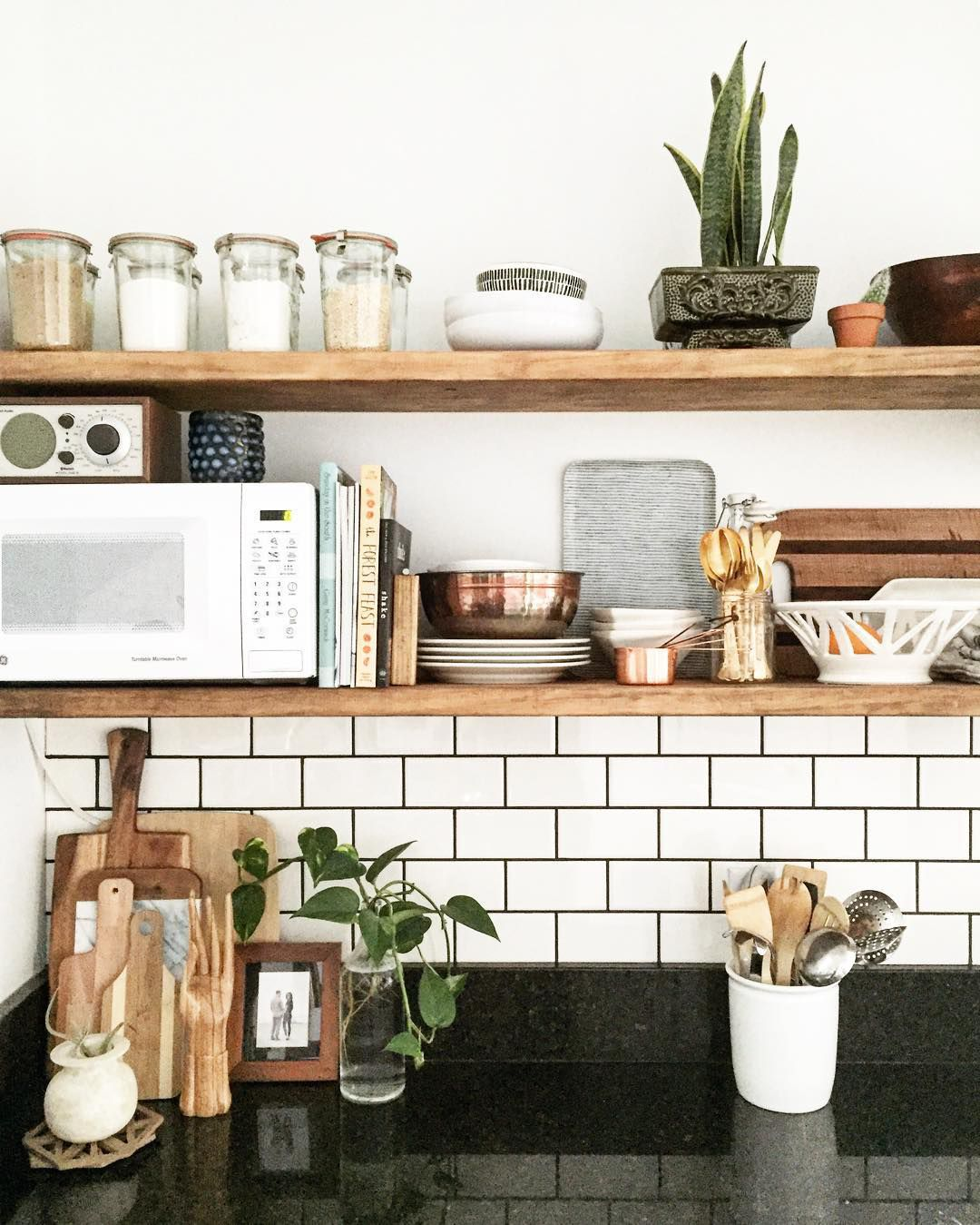 Super 10 Stylish Ways to Display Cookbooks in the Kitchen VM74