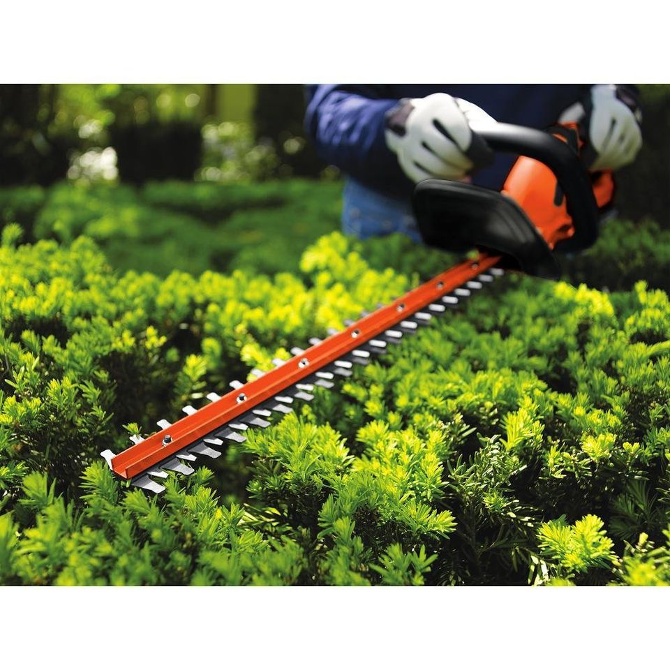 black-and-deck-hedge-trimmer