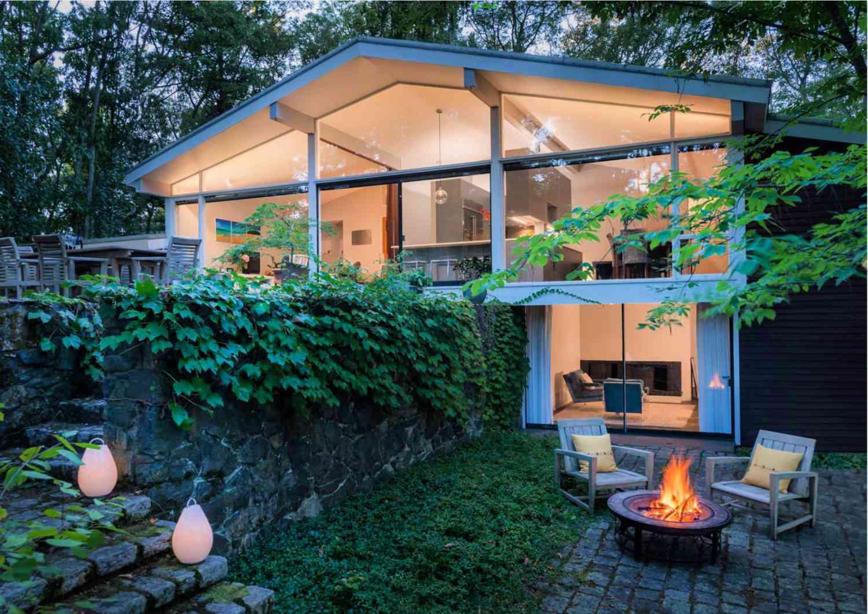 patio moderno de mediados de siglo