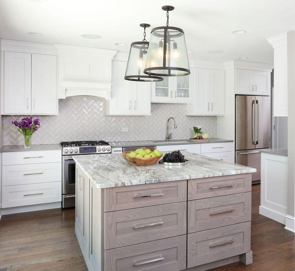 White kitchen with light gray stain