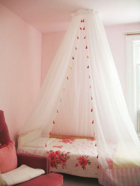 Simple Diy Bed Canopy Made With Embroidery Hoop