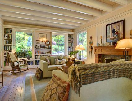 9 Designer Tips For A Stunning Living Room Arrangement