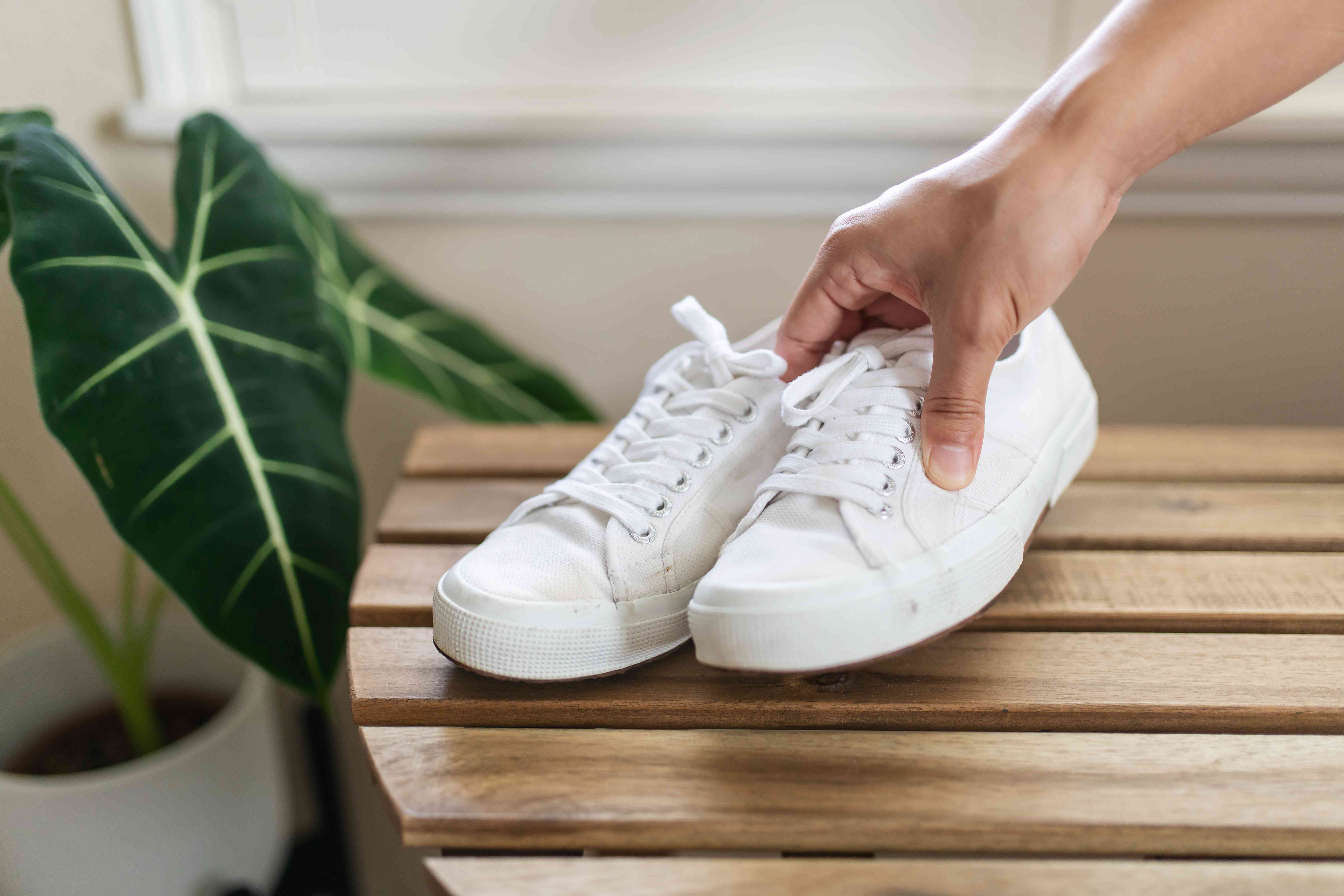 let baking soda sit in shoes for 24 hours