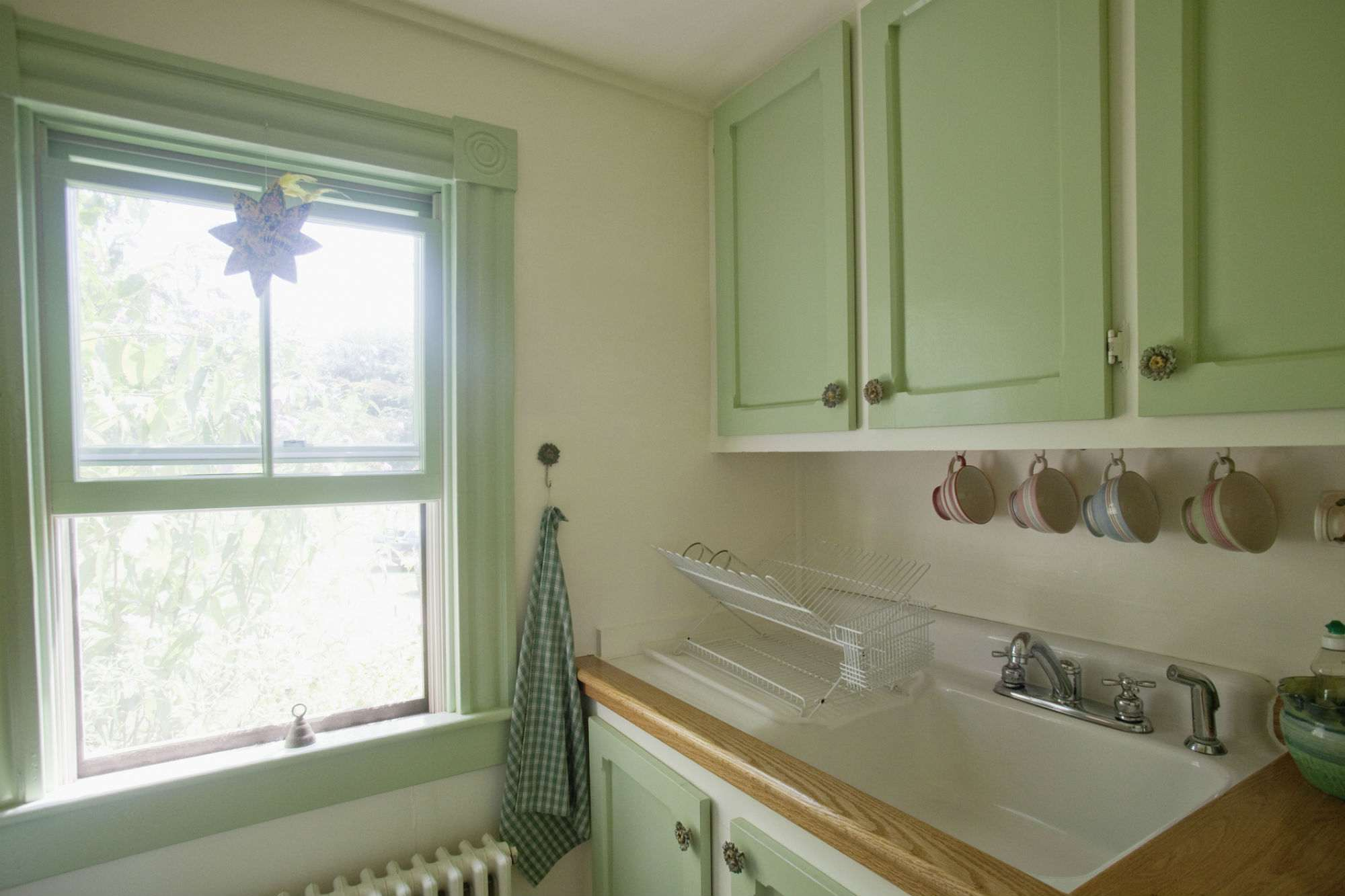 Small Kitchen Layout And Design Tips
