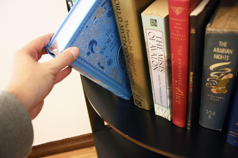 Beachcrest Home Pierview Corner Bookcase