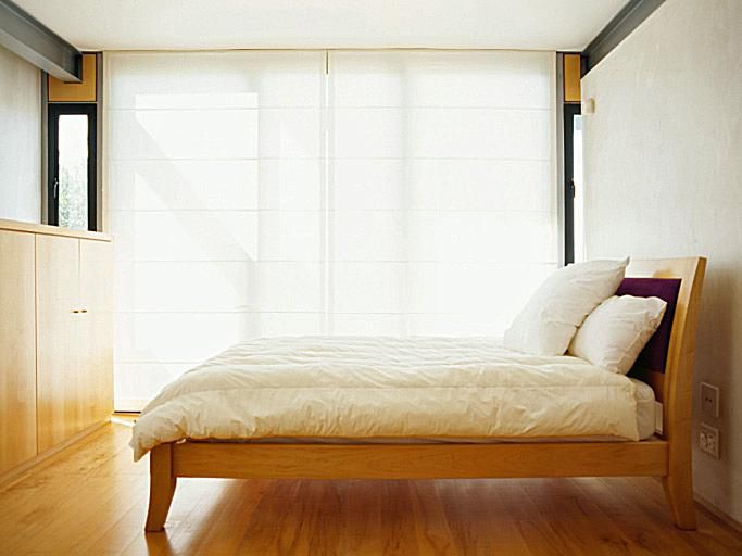 Light colors and simple lines for bedroom