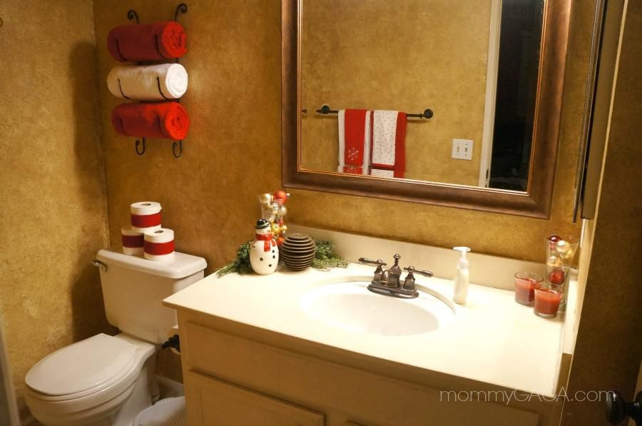 Holiday Bathroom Decor