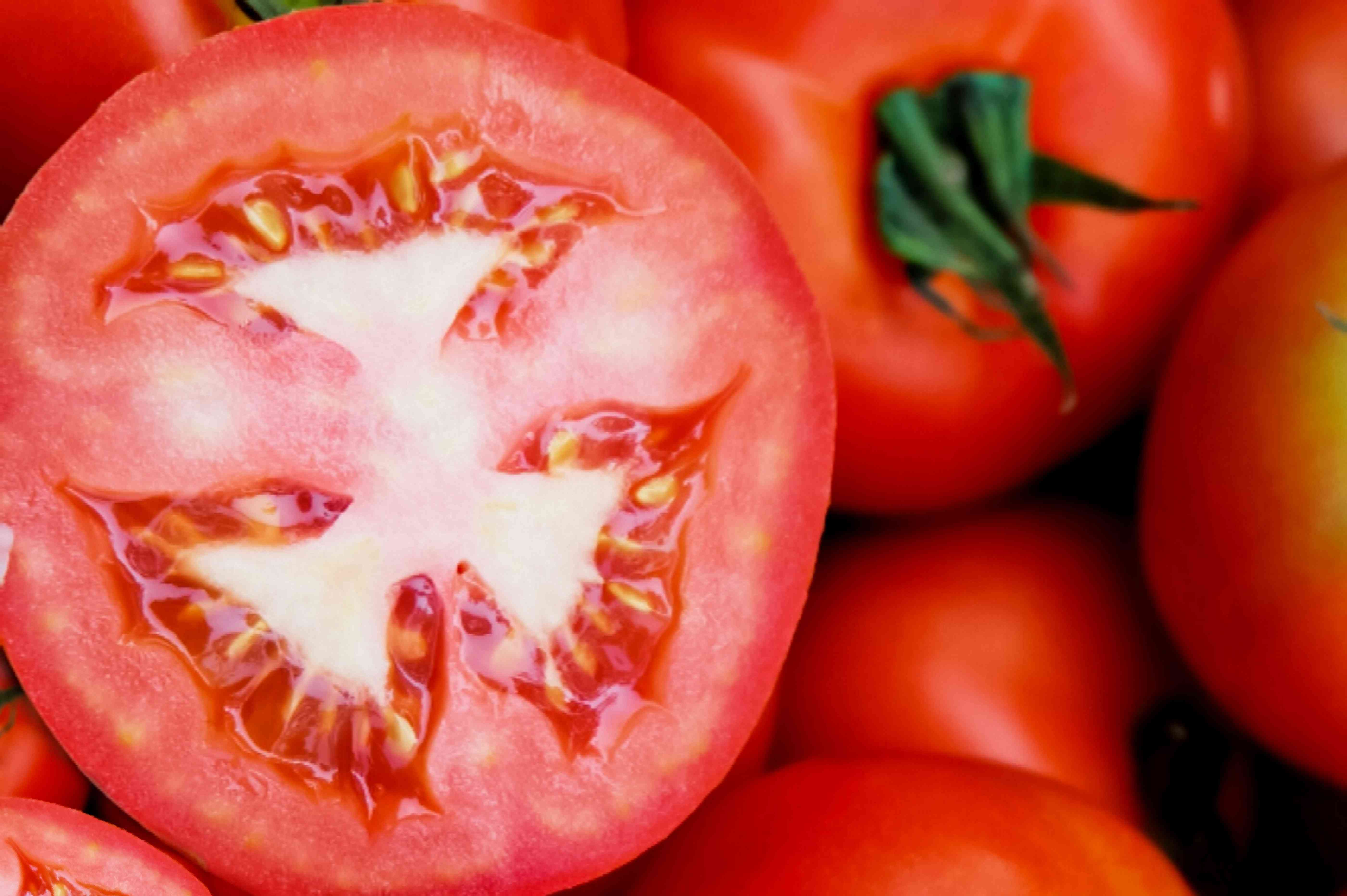 cutting off the shoulder of the tomato