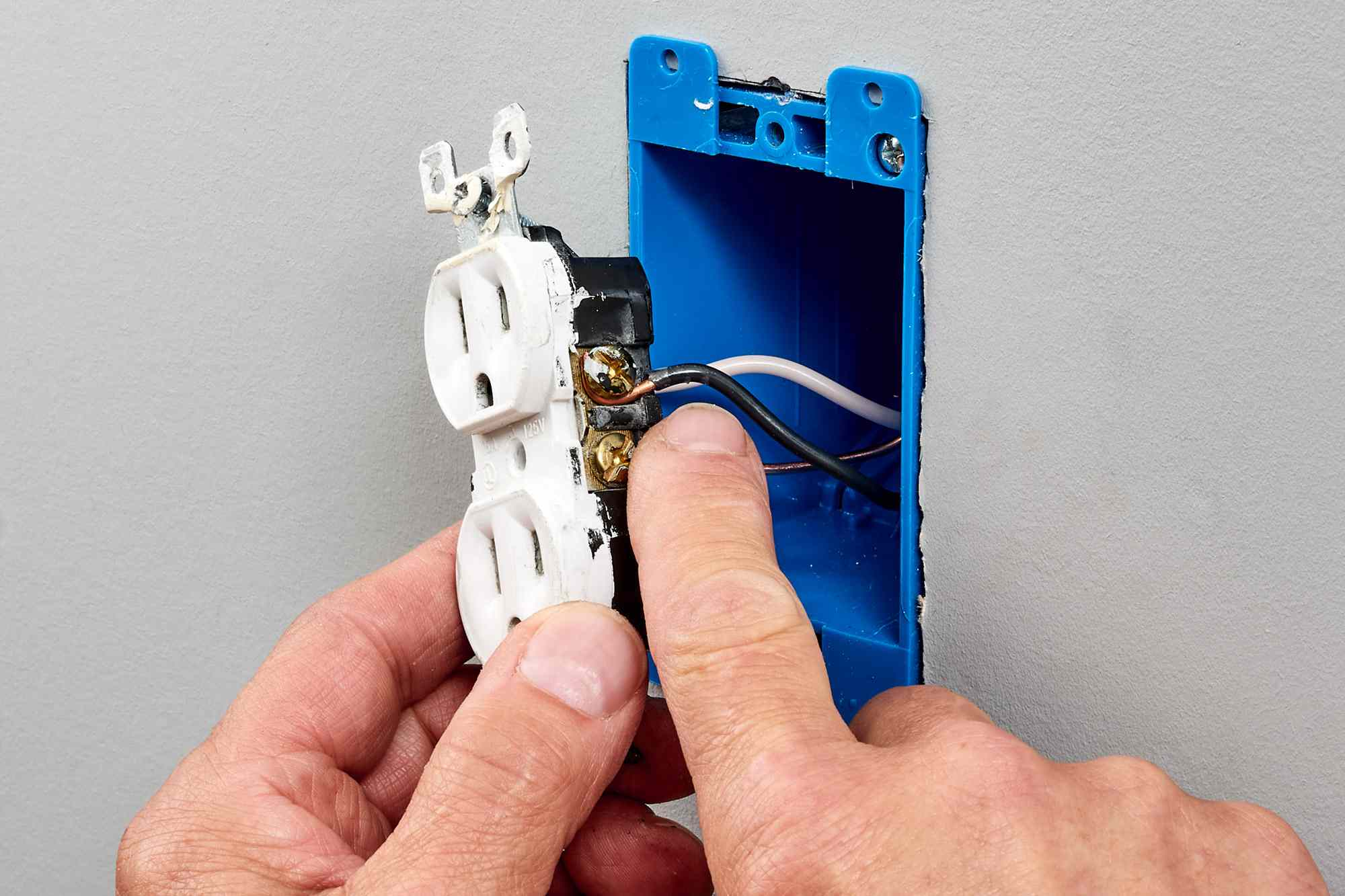 Amperage rating confirmed from receptacle wiring