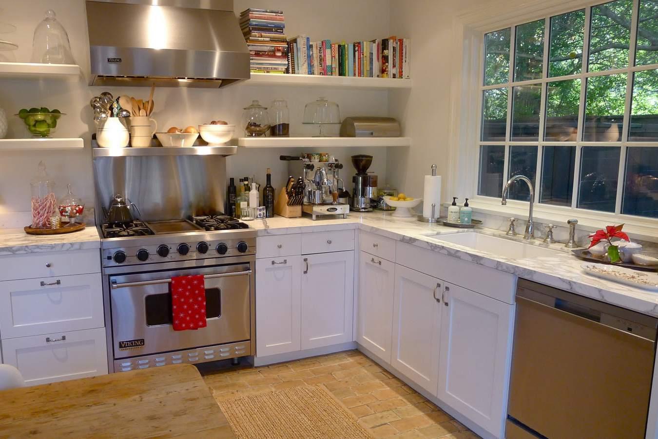 Paver-stone-floor-farmhouse-kitchen