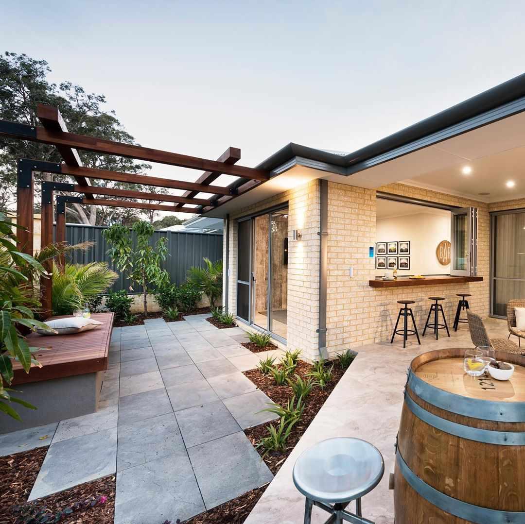 Bar y patio al aire libre