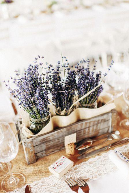 Centro de mesa de boda de primavera de lavanda