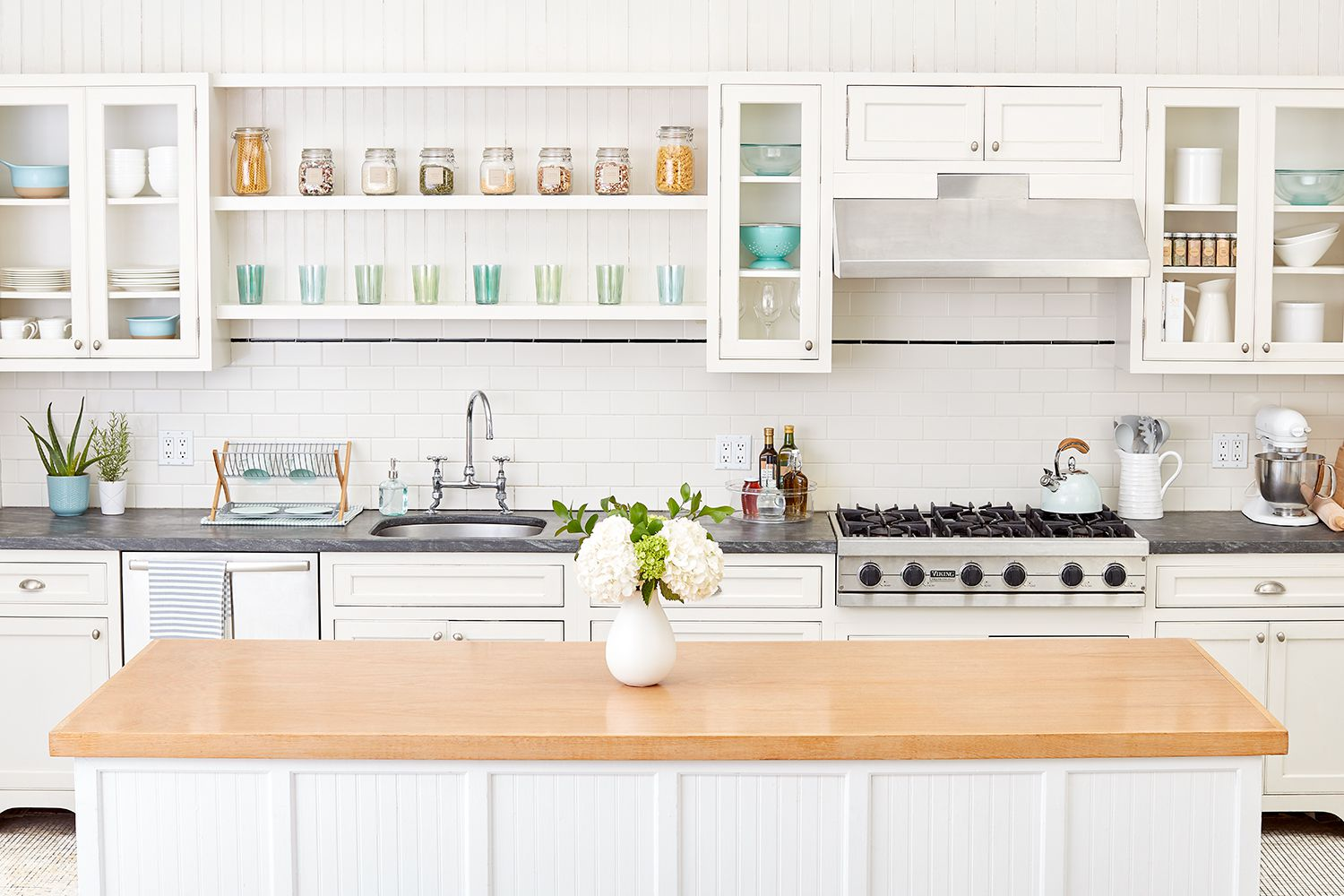 A Checklist for How To Store Every Item You Use in Your Kitchen