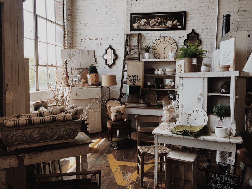 10 Truths About Vintage Decorating