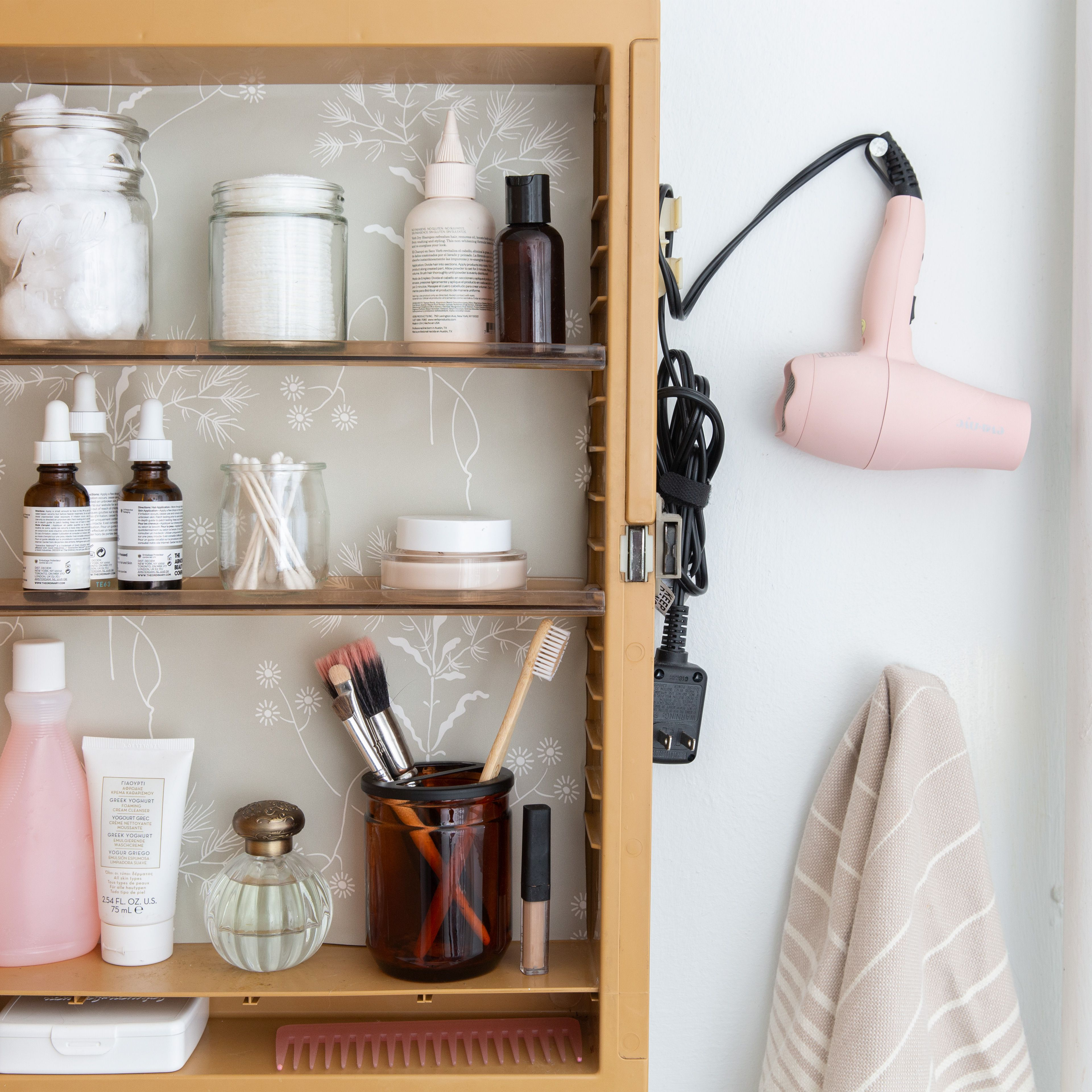 What To Store In Your Bathroom And What Not To