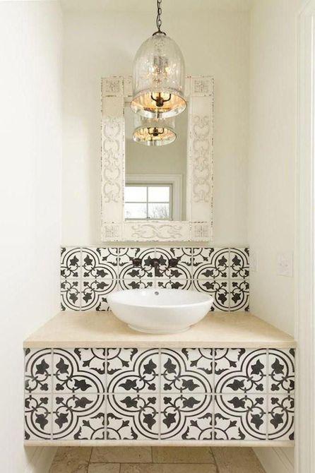 tocador marroquí en el baño