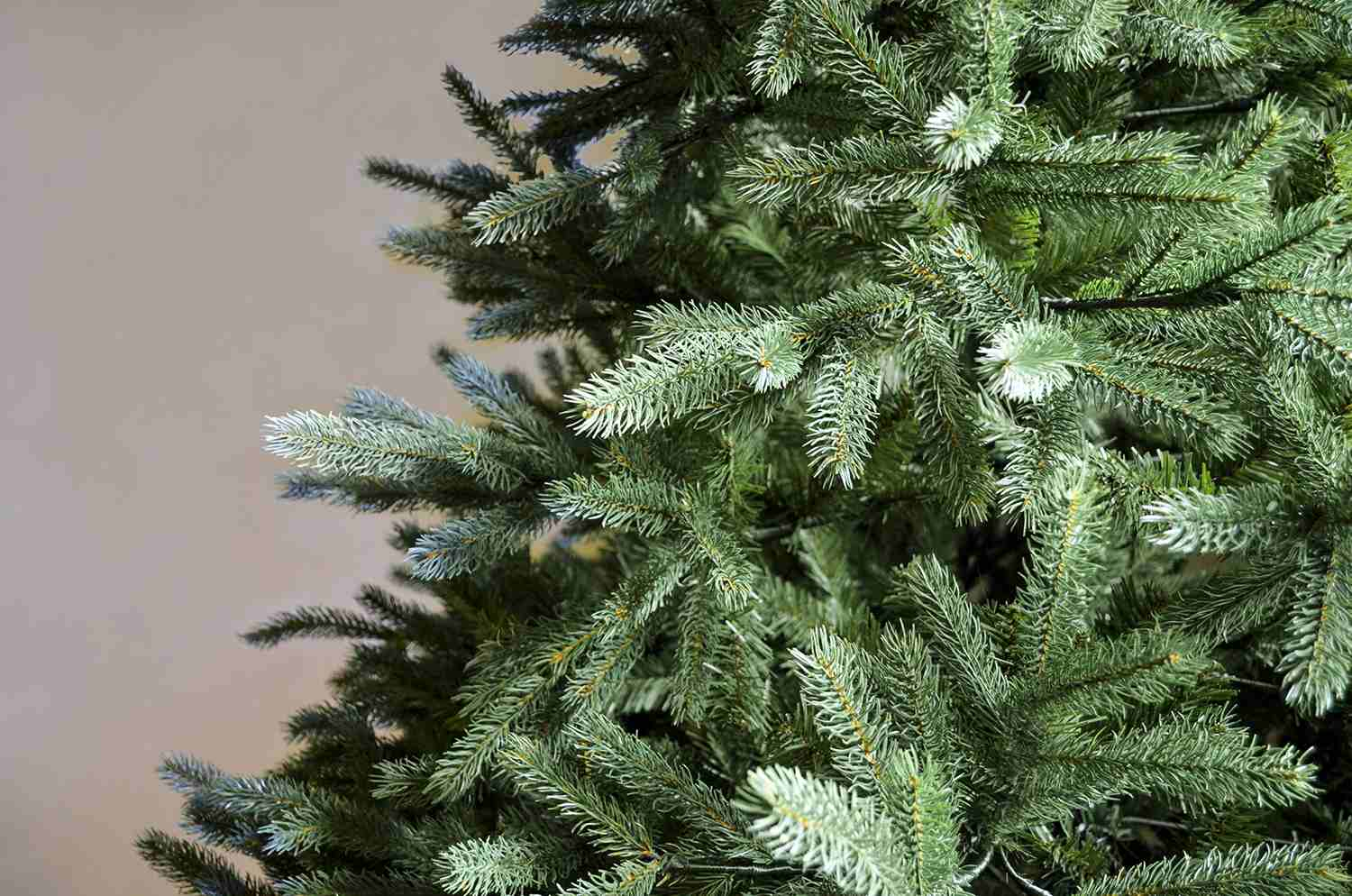 Norway Green Spruce Artificial Christmas Tree: Great Value