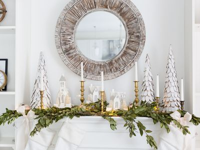 34 easy and elegant christmas mantel ideas - Elegant Christmas Decorating Ideas
