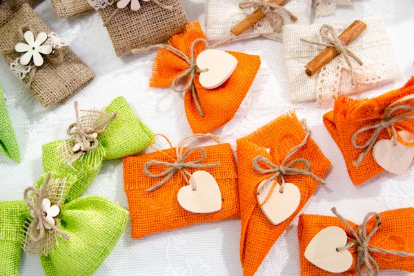 colored wedding favors