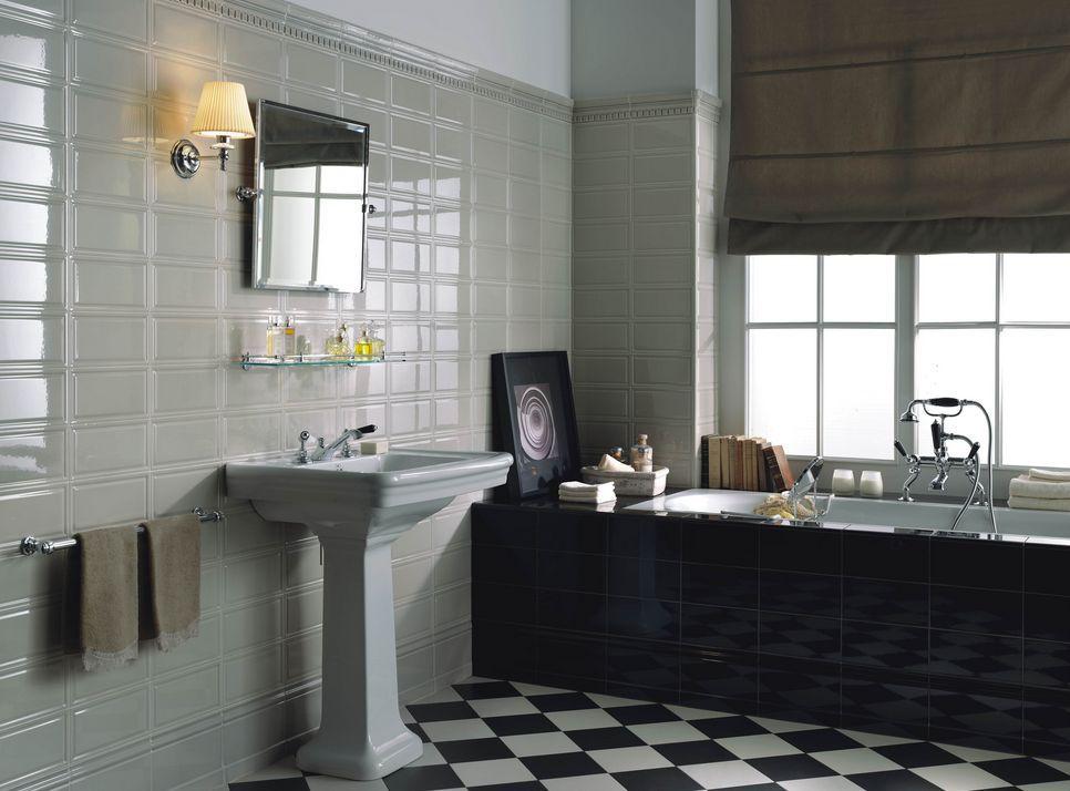azulejo de pared rectangular blanco y piso de diamante blanco y negro