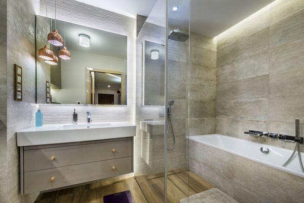 A classic modern bathroom