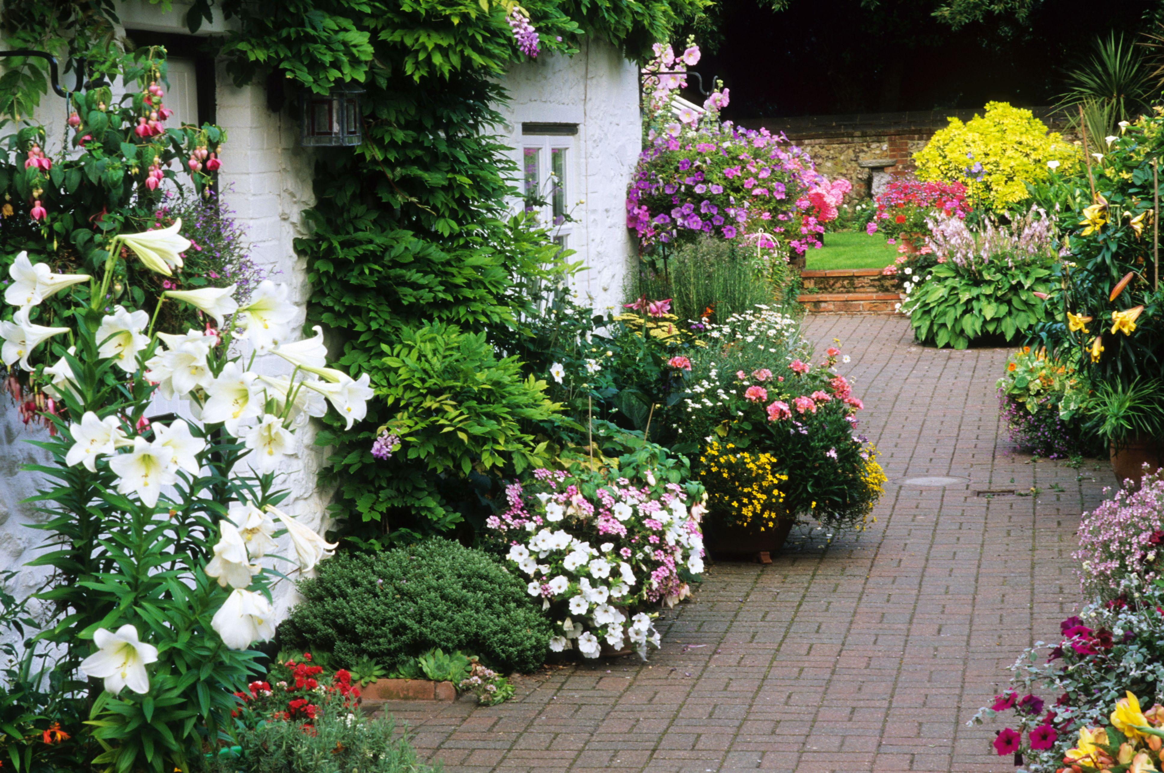7 Flower Garden Designs You'll Love