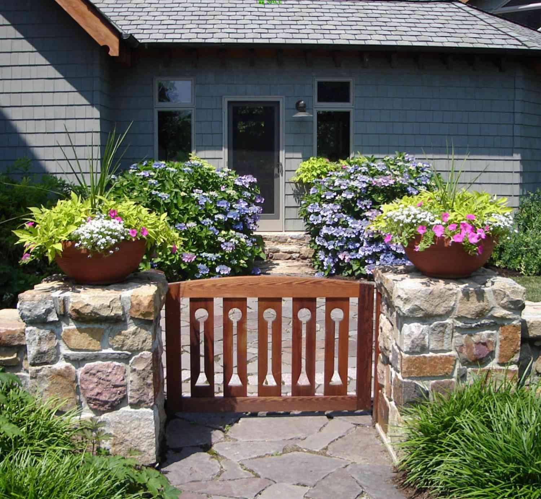 puerta de jardín de madera