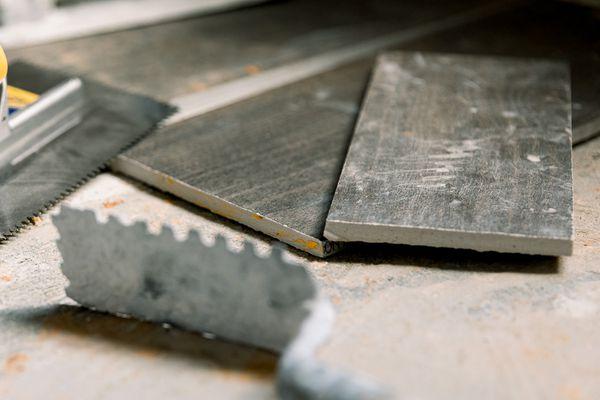 tile slabs on top of concrete subfloor
