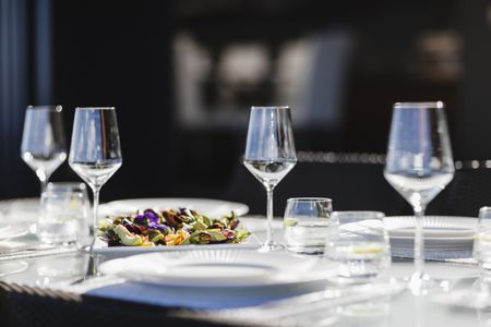 How To Set Your Table Like Pro - How to set a table in a restaurant