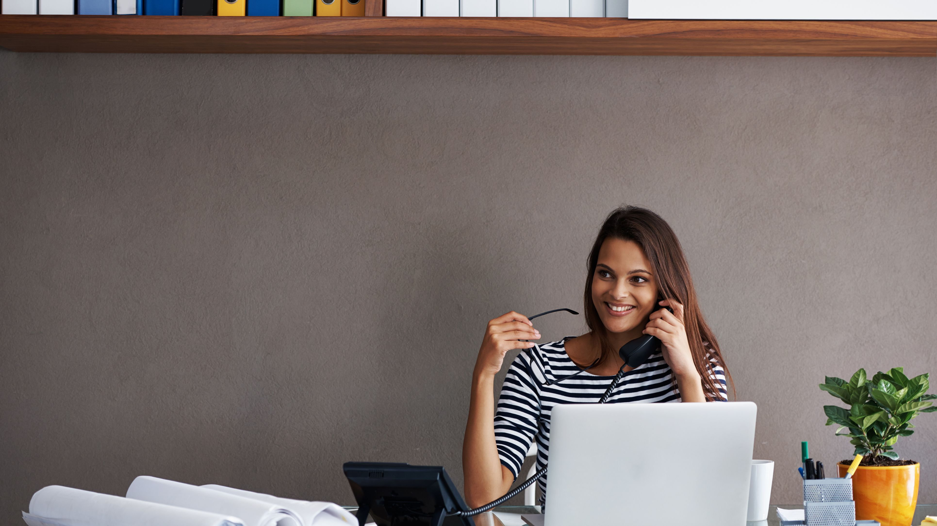 3 Feng Shui Tips For A Small Office With No Windows