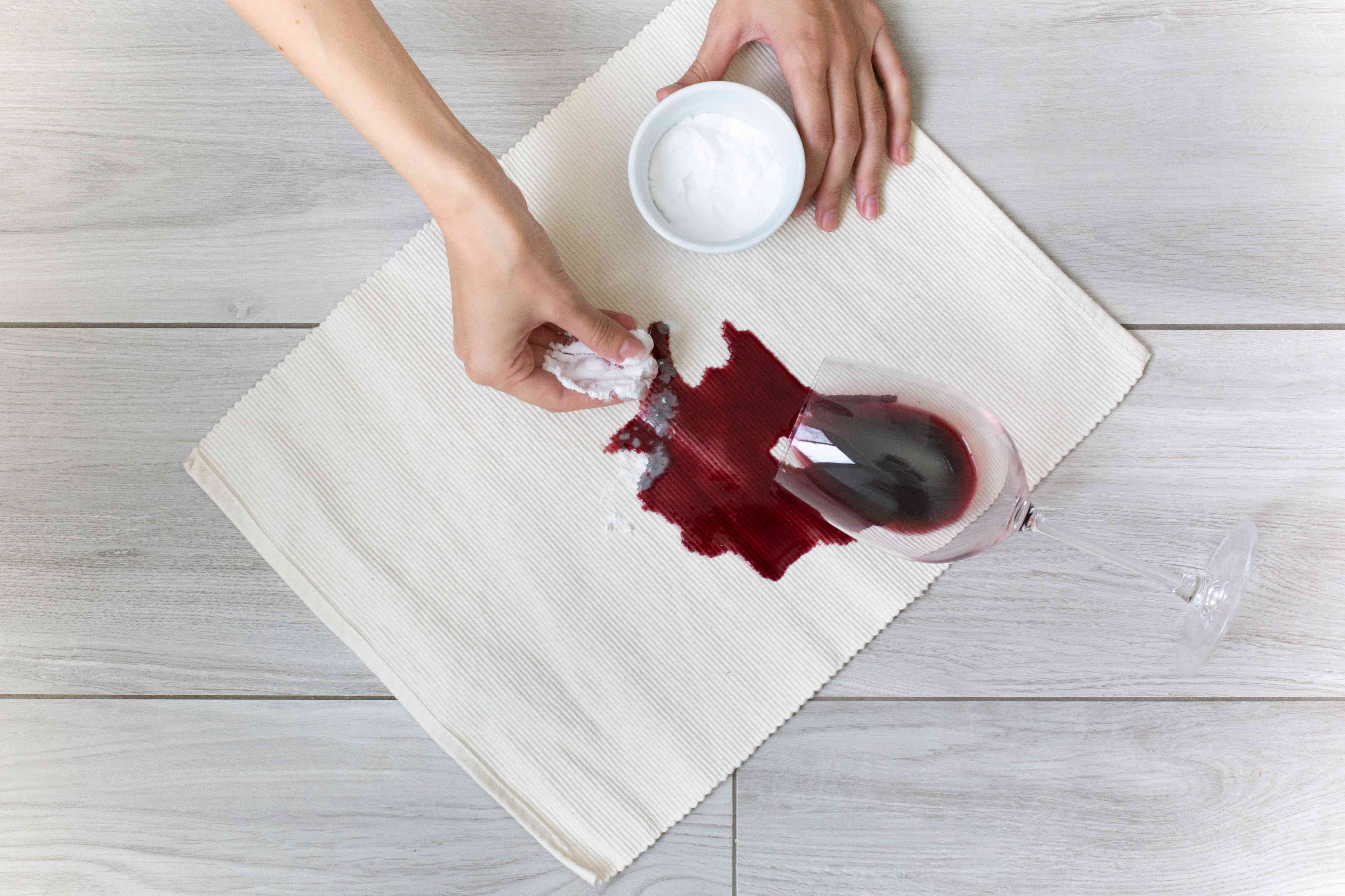 baking soda used to treat red wine stains