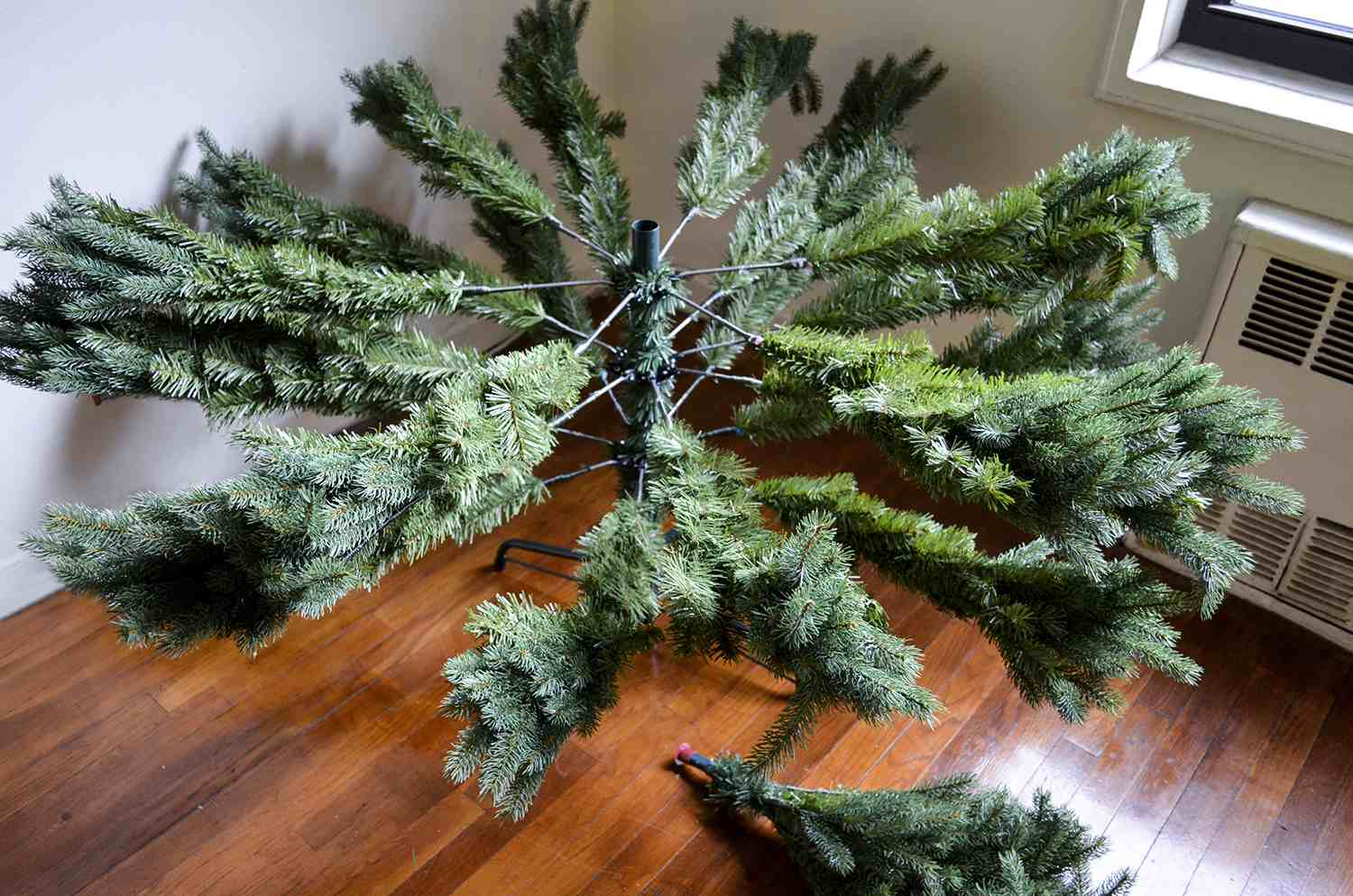 Artifical Christmas Trees.Norway Green Spruce Artificial Christmas Tree Review